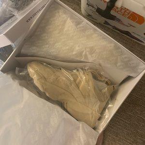 Steve Madden beige movement sneaker